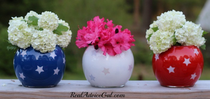 4th-of-July-table-decor-with-flowers-700x332