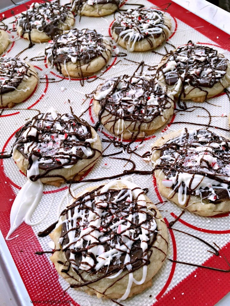 peppermint-bark-cookies-drizzle